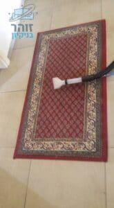 שטיח עבודת יד מקורי צבע אדמדם בזמן חידוש וקרצוף