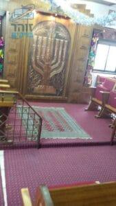 ניקיון לשטיח מקיר לקיר בבית כנסת