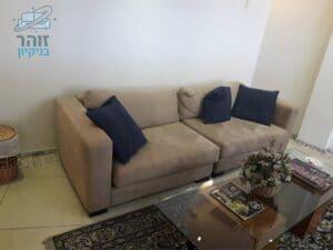 ניקוי ספת בד אלקנטרה בצבע חום בהיר בדירה ברמת השרון בשכונת הדר