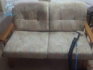ניקוי של כורסא זוגית ישנה בשיכון ותיקים ברמת גן