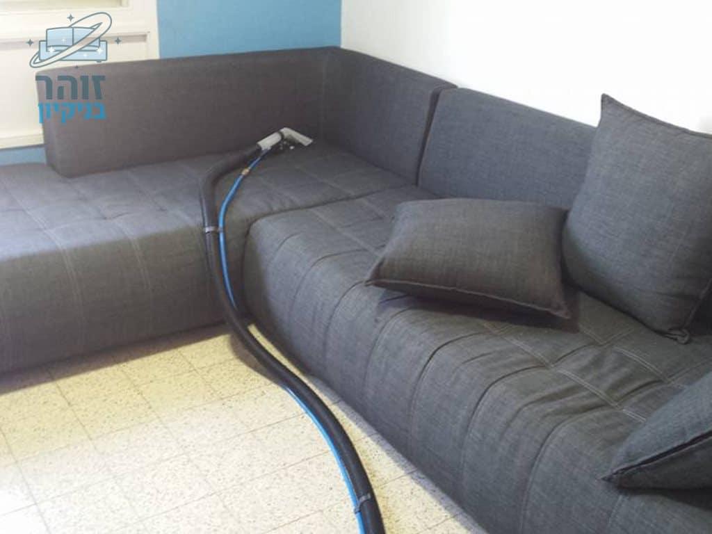 ניקוי ספה מבד שחור נעים ברמת השרון