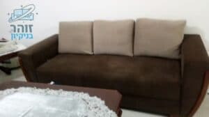 ניקיון לספה מבד קטיפה בצבע שוקולד בדירה בשכונת גולן ברמת השרון