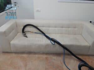 ניקוי ספת אורחים בחדר המתנה בקליקה במרכז ראשון לציון
