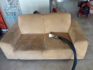 תהליך ניקוי הספה מבד אלקנטרה