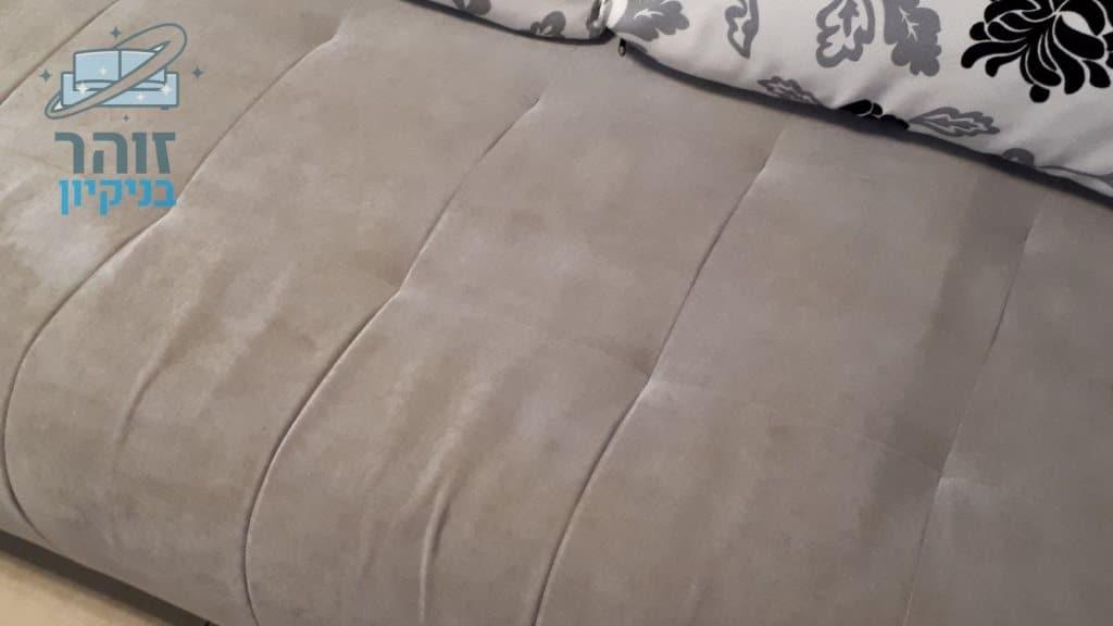 ניקוי מיטת ילדים מכתמי שתן ואוכל