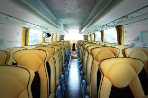 ניקוי מושבי עור של אוטובוס
