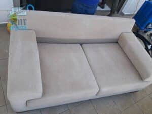 ניקוי ספה דו מושבית בסביון
