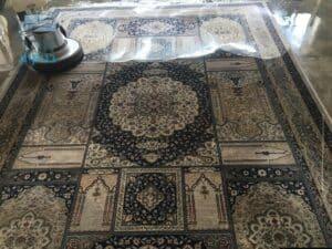 ניקוי עם קירצוף לשטיח אחרי כתמים של שנים בשכונת בית וגן בירושלים