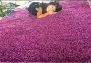 שטיח פרווה חזר להיות חדש לאחר ניקוי בניחוח נעים ומרענן