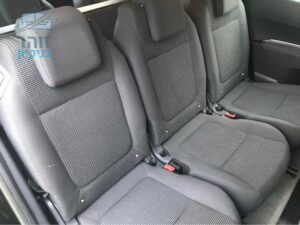 ניקוי לשלושה מושבים ברכב רנו קנגו עם כתמי זיעה בשכונת אם המושבות בפתח תקווה