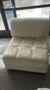 ניקוי ספה מעור כמה חלקים לאחר כתמים של שנים עם ריח חריף של שתן בדירה בשכונת מלכי ישראל בקרית גת