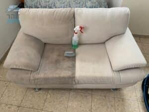 ביצוע ניקוי ספה מבד אימפלה מכתמים של שנים ומקרדיט האבק בדירה בשכונת גיורא בגבעת שמואל