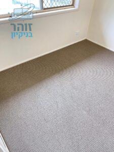 ניקוי מקצועי לשטיחים מקיר לקיר בחדר ילדים צבע בהיר